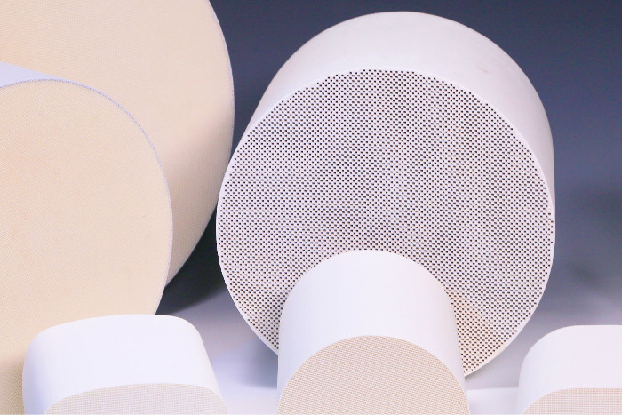 Solid Catalytic Ceramic Carrier Thermal Shock Resistance , Cordierite Substrate